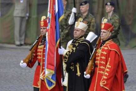 Vojne ambicije između folklornog nacionalizma i euroatlantskeštedljivosti