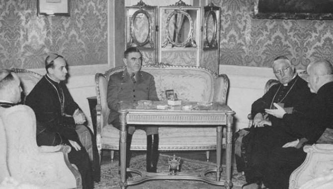 Ustaški vikar Alojzije Stepinac i poglavnik Ante Pavelić