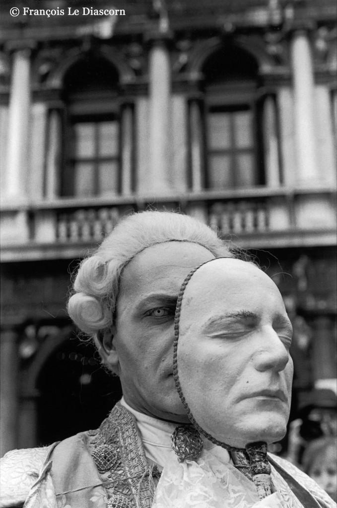 / Italie : carnaval de Venise. Casanova avec masque mortuaire