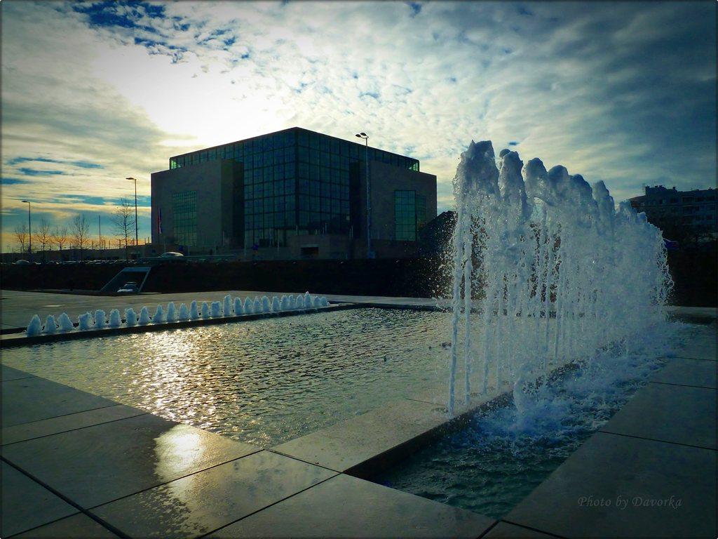 1. a. fontane