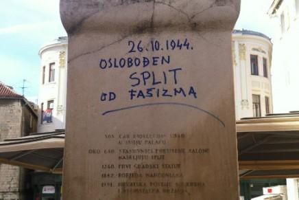 Ante Jelaska na štandarcu flomasterom upisao dan oslobođenja odfašizma