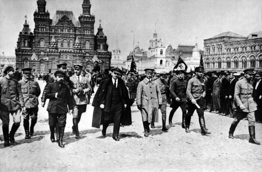 Fotografija: Prva vlada Sovjetske Rusije na Crvenom trgu.