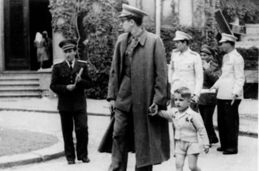Franjo Tuđman s potomkom
