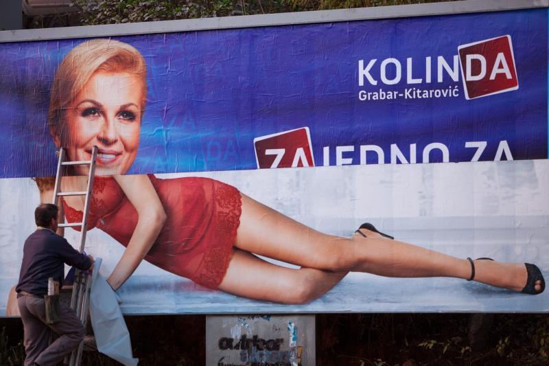 11.12.2014. Rijeka - Postavljanje predizbornog plakata Kolinde Grabar Kitarovic. Photo: Nel Pavletic/PIXSELL