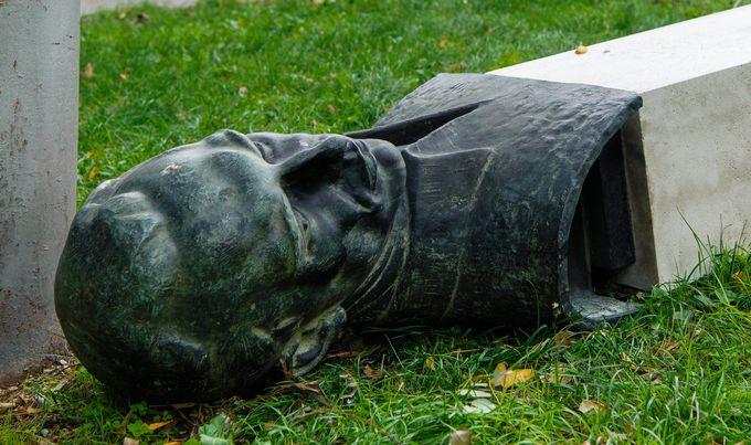Ante, ogledalo naroda,i ofenziva na spomenik RadiKončaru
