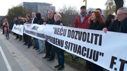 Prosvjed protiv postavljanja kipa FranjiTuđmanu