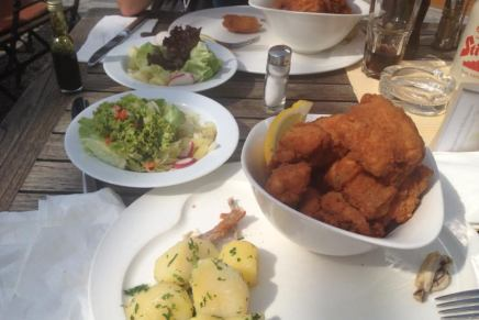 Alan Meniga: POHANI PICEK (poulet frit á laviennoise)